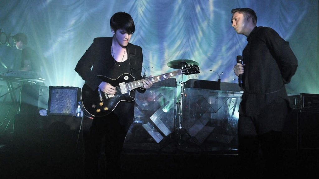 The xx pop band playing live.